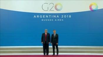 Tổng thống Argentina gọi ông Trump chụp ảnh chung